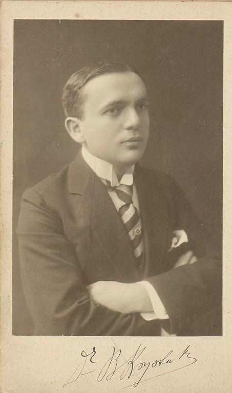 B. Krystall w 1912 roku-autor nieznany.