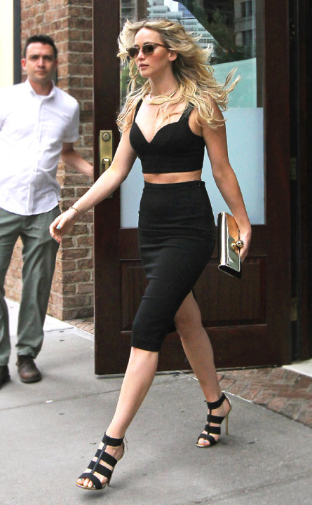 rs_634x1024-150629095001-634.Jennifer-Lawrence-Fashion-Crop-Pencil-Skirt.jl.062915
