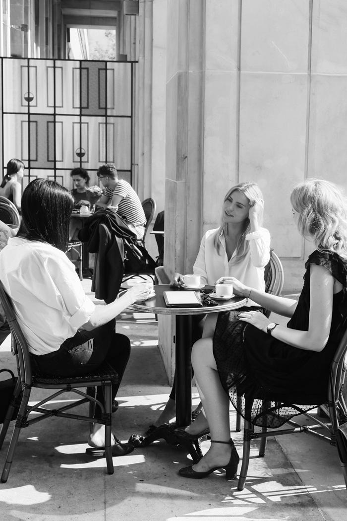 Kasia Tusk w kawiarni
